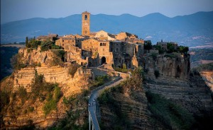 Top10-Incredible-Cliffhangers-And-Mountain-Topped-Villages-In-Italy9